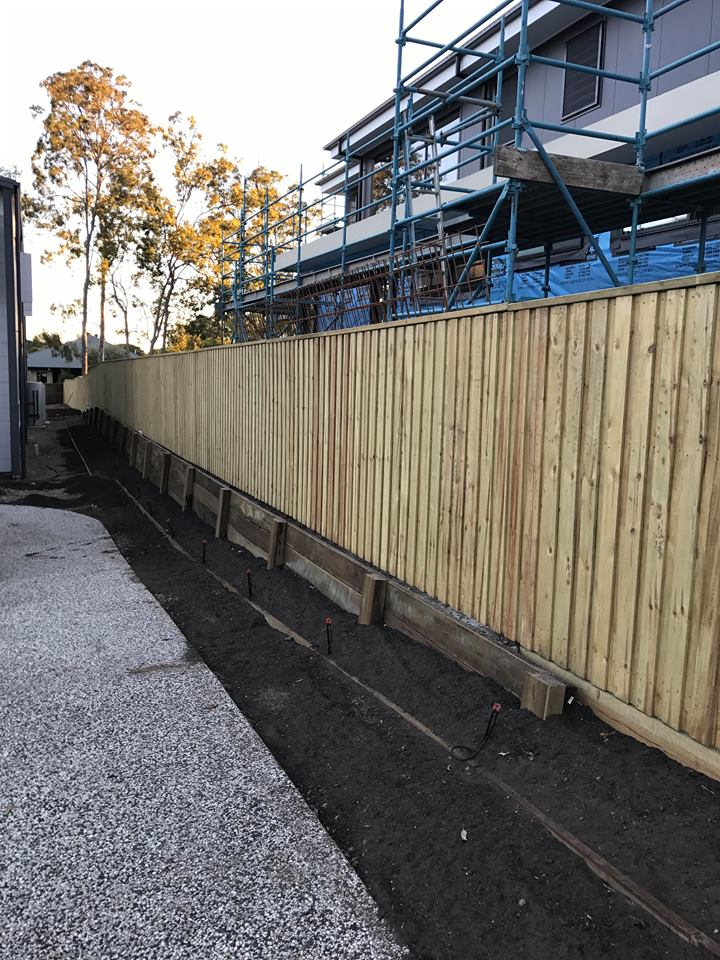 Rycan-Maintenance-Timber-Doubled_Lap-Capped-Fence
